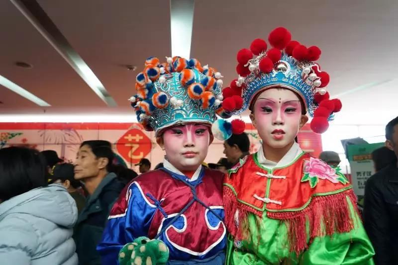 编者按:非遗半月报是中国非物质文化遗产保护中心微信公众号于2018年推出的资讯类新专题。在这里,您可以通过1分钟阅读,快速了解半月来国内外发生的有关非遗保护的重要新闻事件。最新非遗动态,我们为您梳理。 第2期:2018年1月15日1月28日 本期信息一览: 《昆曲艺术大典》荣获第四届中国出版政府奖  2017中国非遗年度人物揭晓  云南省首届传统戏剧曲艺汇演举办  青海唐卡绘画艺术精品展在京举办  上海非遗手工技艺精品展亮相台湾  天津启动践行十九大精神,争作非遗小传人网络推选